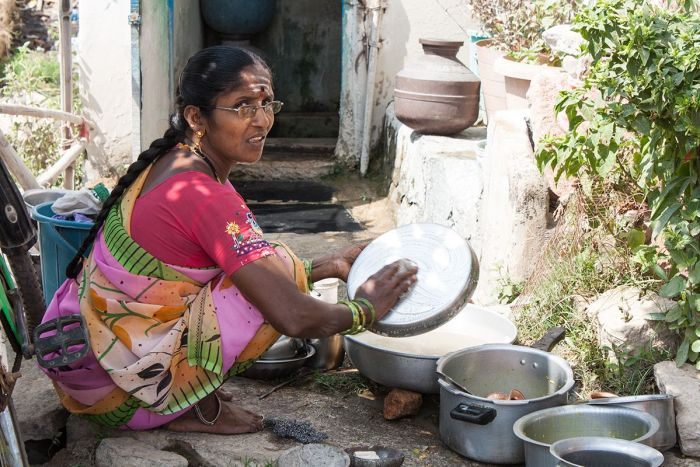 HAMPI-mujer-lavando
