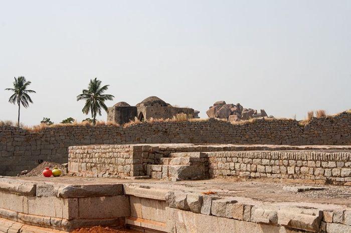 HAMPI-ruinas-botellascolores