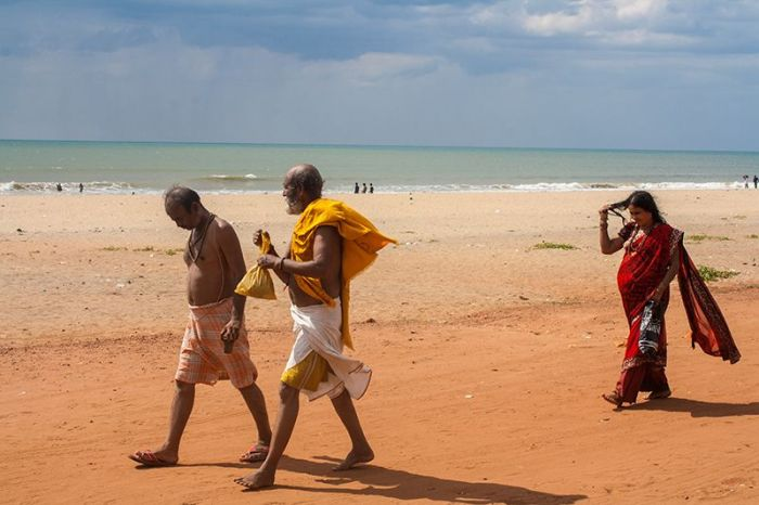 Playa-gokarna-personas-indios