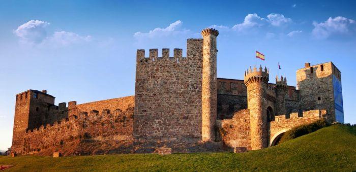 Castillo Templario de Ponferada via Shutterstock