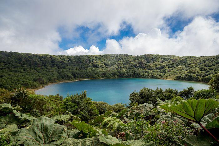 Cráter del volcán Poas en Costa Rica
