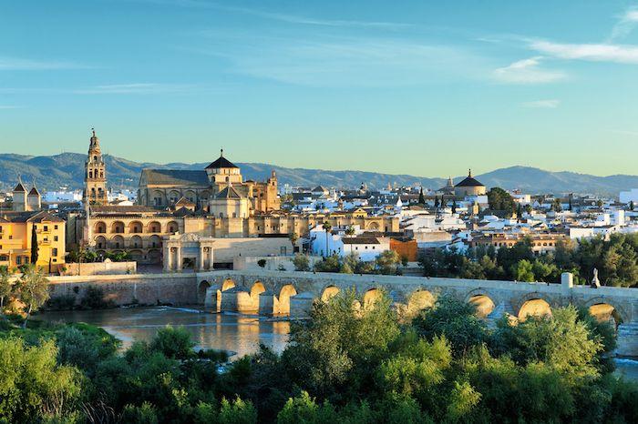 Vista de la Mezquita-Catedral en Córdoba, vía Shutterstock