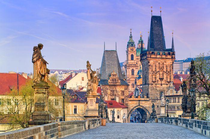 Puente de San Carlo en Praga via Shutterstock