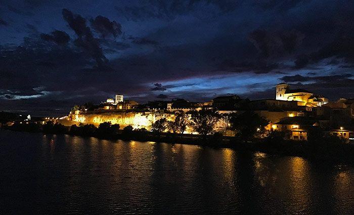 vista nocturna de Zamora