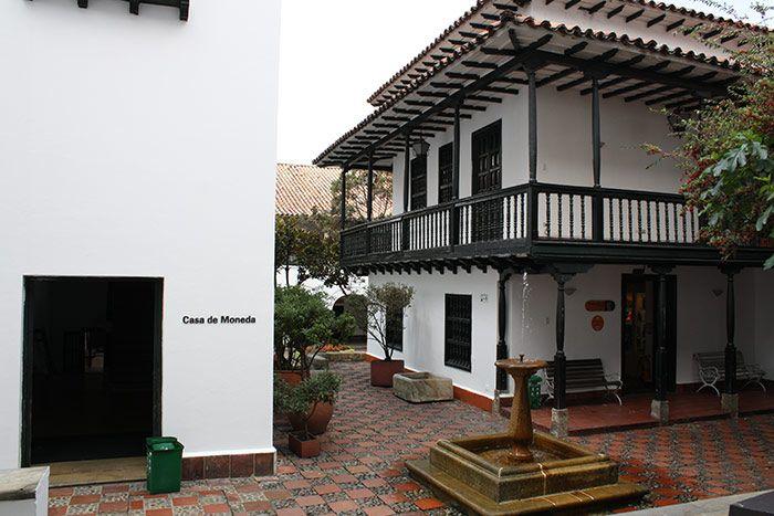 Casa de la Moneda  En ella se encuentra una gran colección numismática y de  arte del Banco de la República. En 1975 se la declaró monumento nacional. 5e47f93eab7
