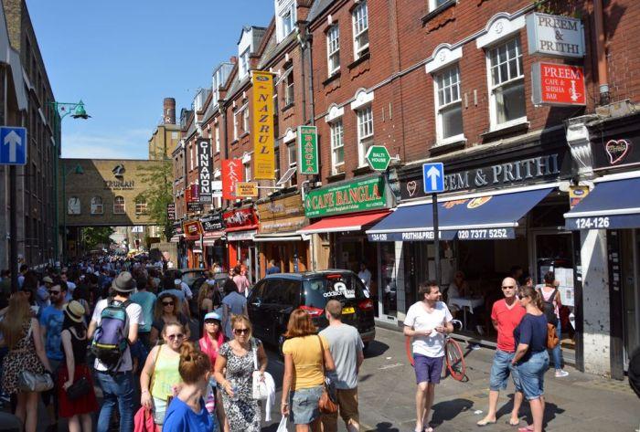 Caminar por las calles de Brick Lane es una de las cosas que hacer en Londres en un fin de semana