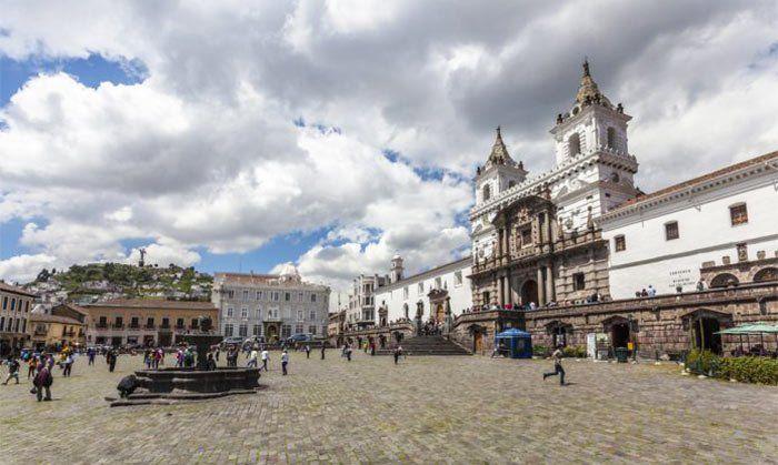 Plaza e Iglesia de San Francisco en Quito, Ecuador