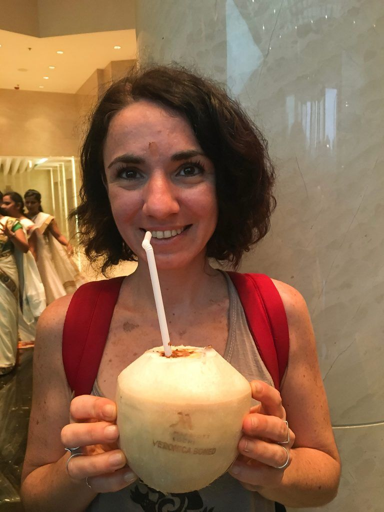 beber agua de coco