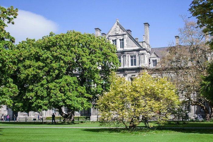 Exterior del Trinity College, Dublín, Irlanda