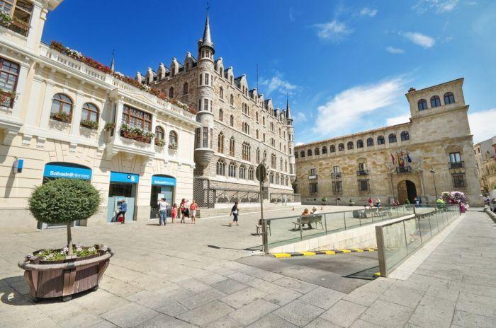 Palacio Guzmanes y Casa Botines - Qué ver en León España