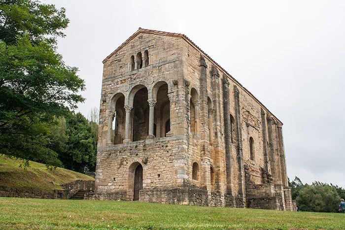 Santa María del Naranco en Oviedo, Asturias