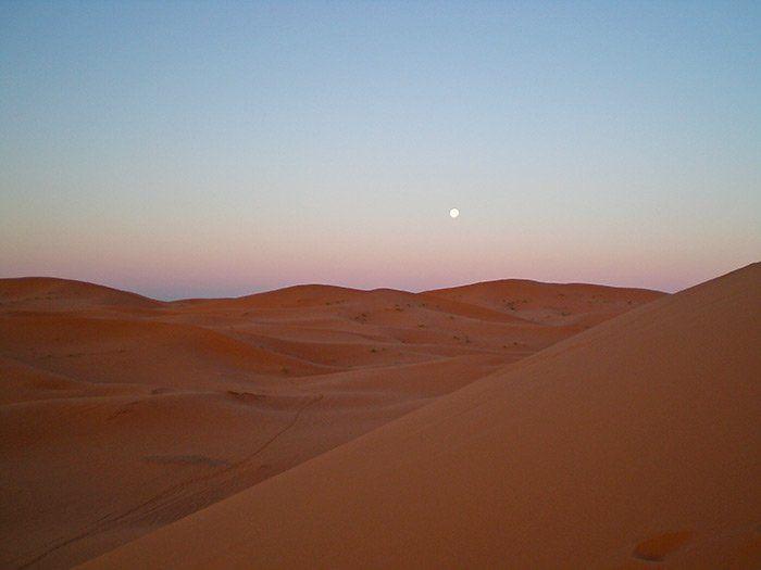 El desierto Merzouga al amanecer.