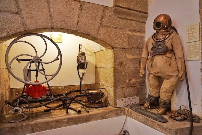 Traje de buzo en el Museo Naval de Ferrol - Imprescindibles que hacer en ferrol