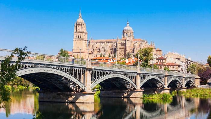 que hacer en Salamanca - visitar la catedral con vistas del río Tormes