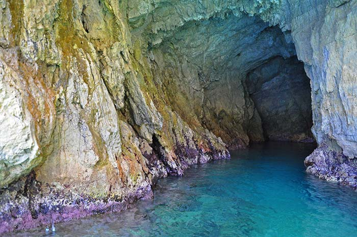 Gruta Azul en la costa amalfitana