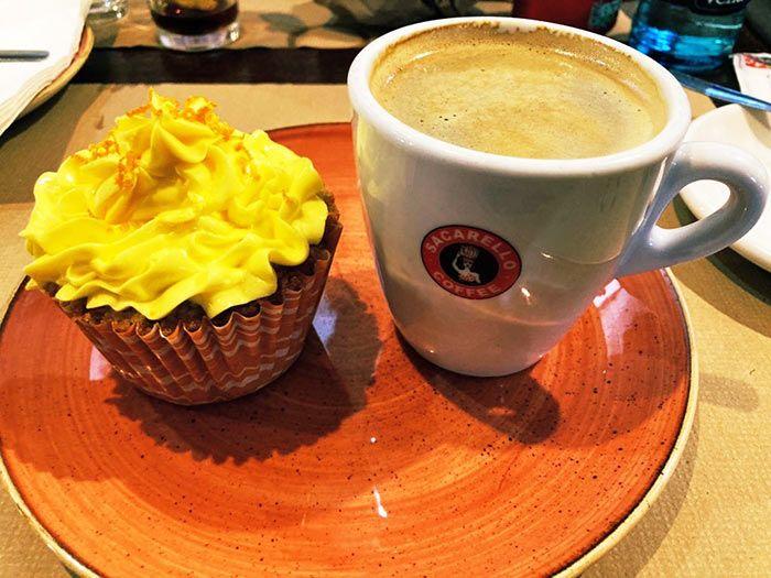 Sacarellos Café, en Irish Town
