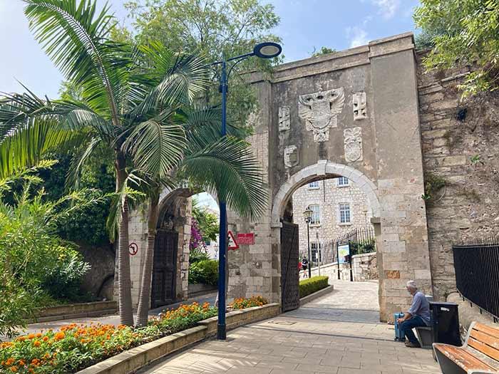 Puerta y muralla de Gibraltar