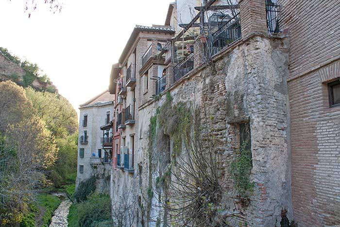 Calles de Granada, junto al río