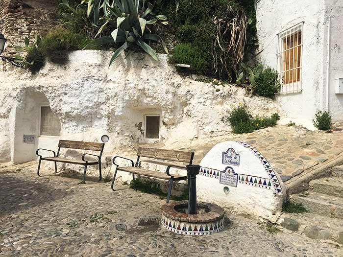 Fuente en el barrio del Sacromonte, Granada