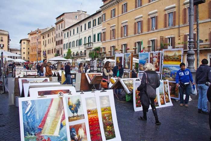 Piazza Navona con los artistas enseñando su obra. Roma, Italia