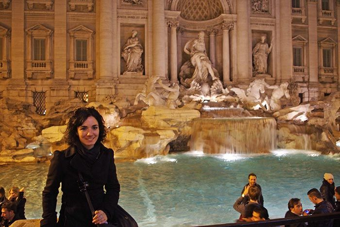La típica foto en la Fontana di Trevi, Roma