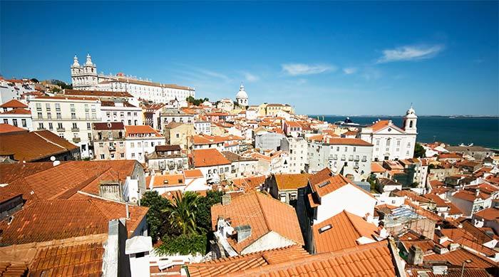 Vistas del mirador de Santa Lucía, Lisboa, Portugal