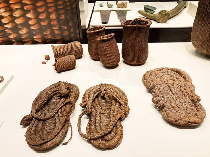 Objetos encontrados en la Cueva de los Murciélagos. Sala de la Prehistoria