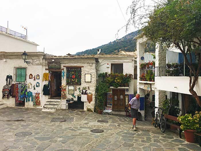 Plaza en Pampaneira