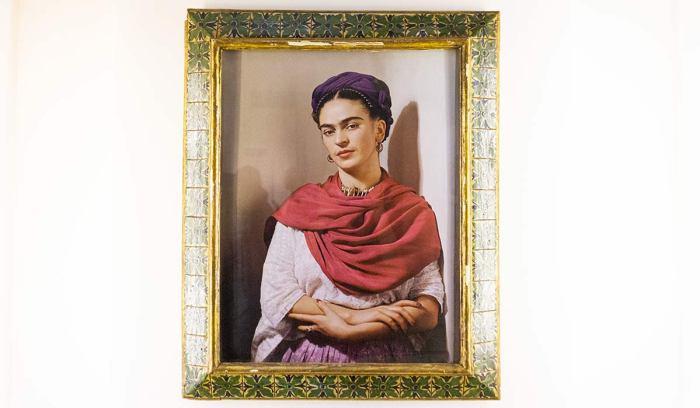 Autorretrato en la casa de Frida Kahlo, Ciudad de México