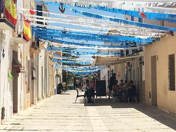 Calles en Tabarca con terrazas
