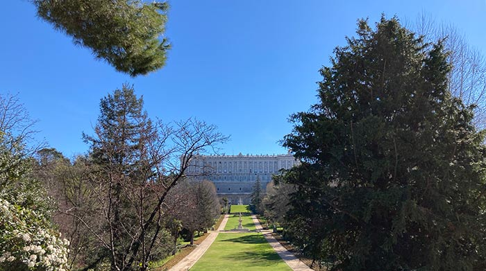 Jardines del Campo del Moro con vistas al Palacio Real de Madrid