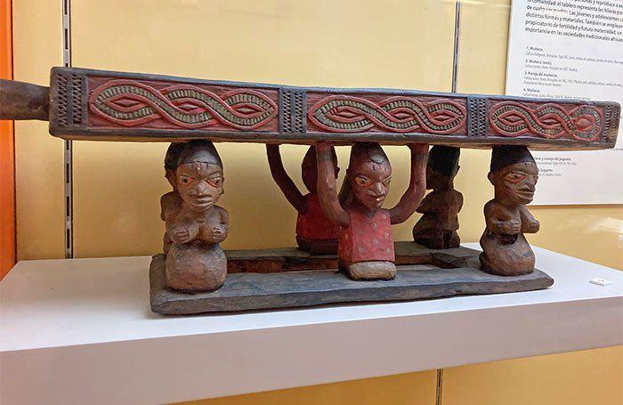 Juegos y adornos de la sala africana, Museo de Antropología de Madrid