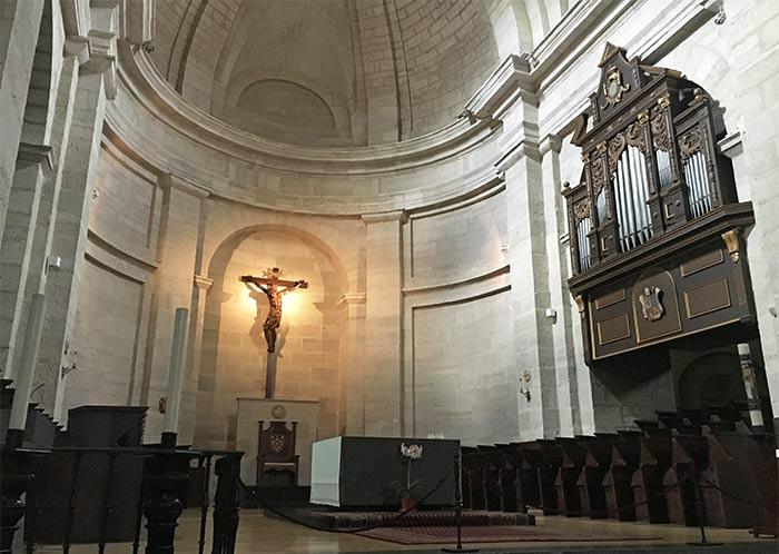 Iglesia del Monasterio de Silos, donde los monjes entonan los cantos gregorianos