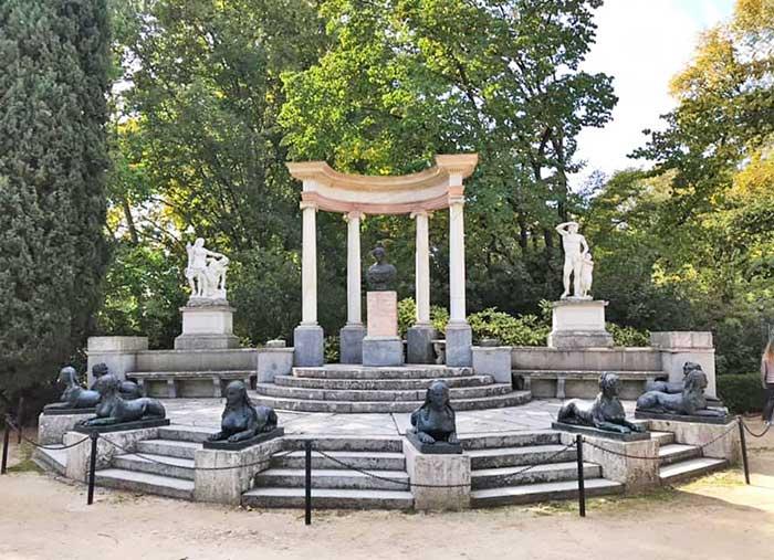 Parques de Madrid: monumento en el Parque El Capricho