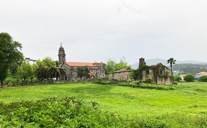 Iglesia Parroquial en una villa de la Etapa 4 del Camino Portugués a Santiago