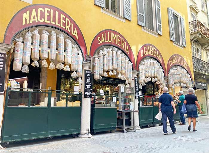 Calles coquetas en Lugano, cantón del Tesino, Suiza