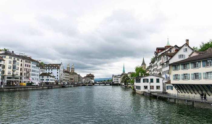 Río Limmat que divide la ciudad de Zúrich a la mitad