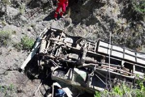 Desbarrancó un micro en Bolivia y mueren cuatro argentinos