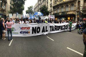 Primera marcha de antorchas contra los tarifazos