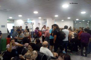 Hinchas de Colón no pueden viajar a Perú por reprogramación de vuelo