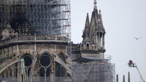 Un cortocircuito podría haber originado el incendio en Notre Dame