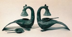 Copper phoenix lamps of the Han dynasty unearthed in Hepu, Guangxi. The necks can be turned or taken apart in order to adjust light and clean the ashes in lamp bodies.