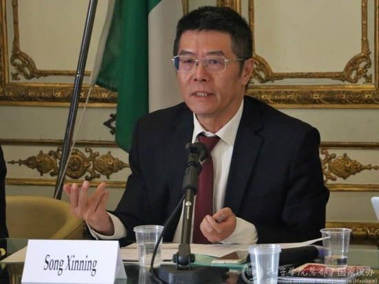 """比利时孔院院长因""""间谍""""指控被禁入境 北京:别有用心_图1-3"""