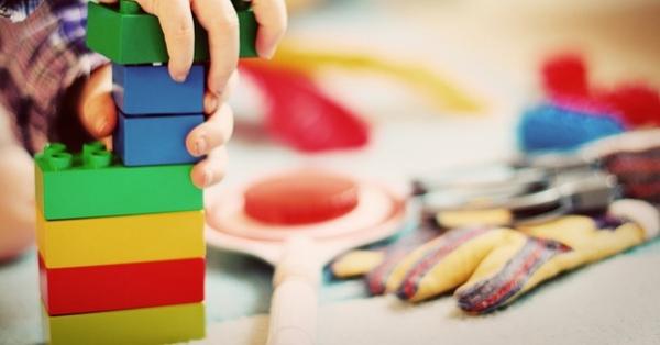 mattoncini lego metafora di costruire il brand