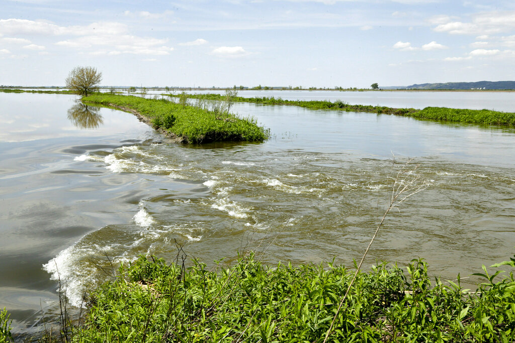 Three serious Missouri River levee breaches in Iowa closed
