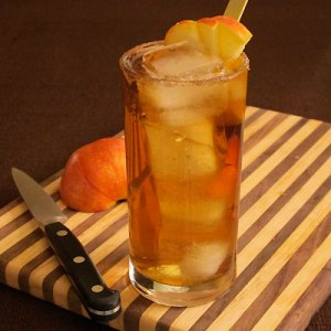 Bourbon and apple cocktail