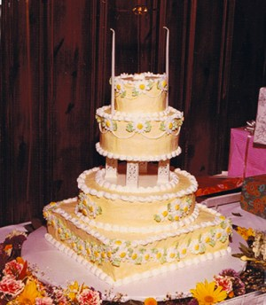 wedding cake from the 1970s
