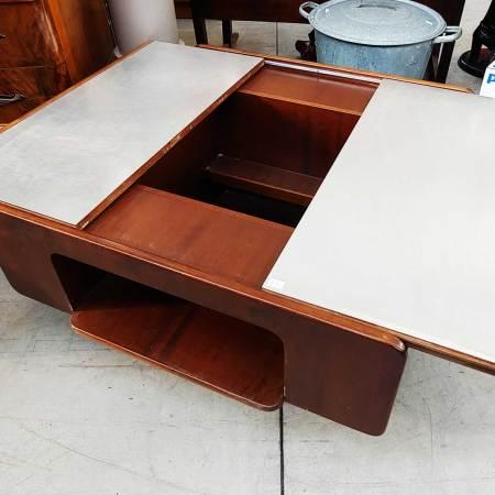 Tavolino con piano apribile