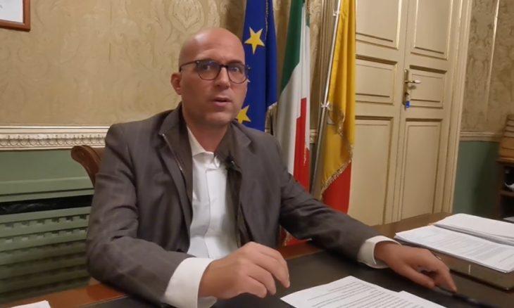 """Basta assembramenti o chiudo le piazze"""": sbotta il sindaco di Augusta,  Giuseppe Di Mare – SiracusaOggi.it"""
