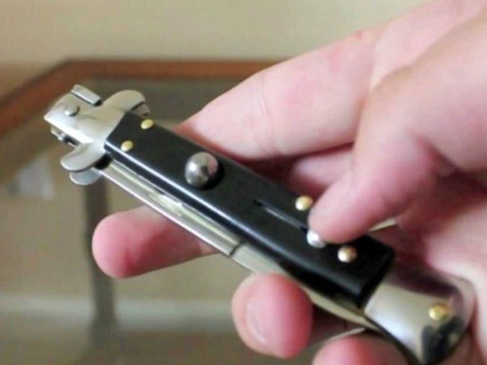 Risultato immagini per polizia coltello serramanico